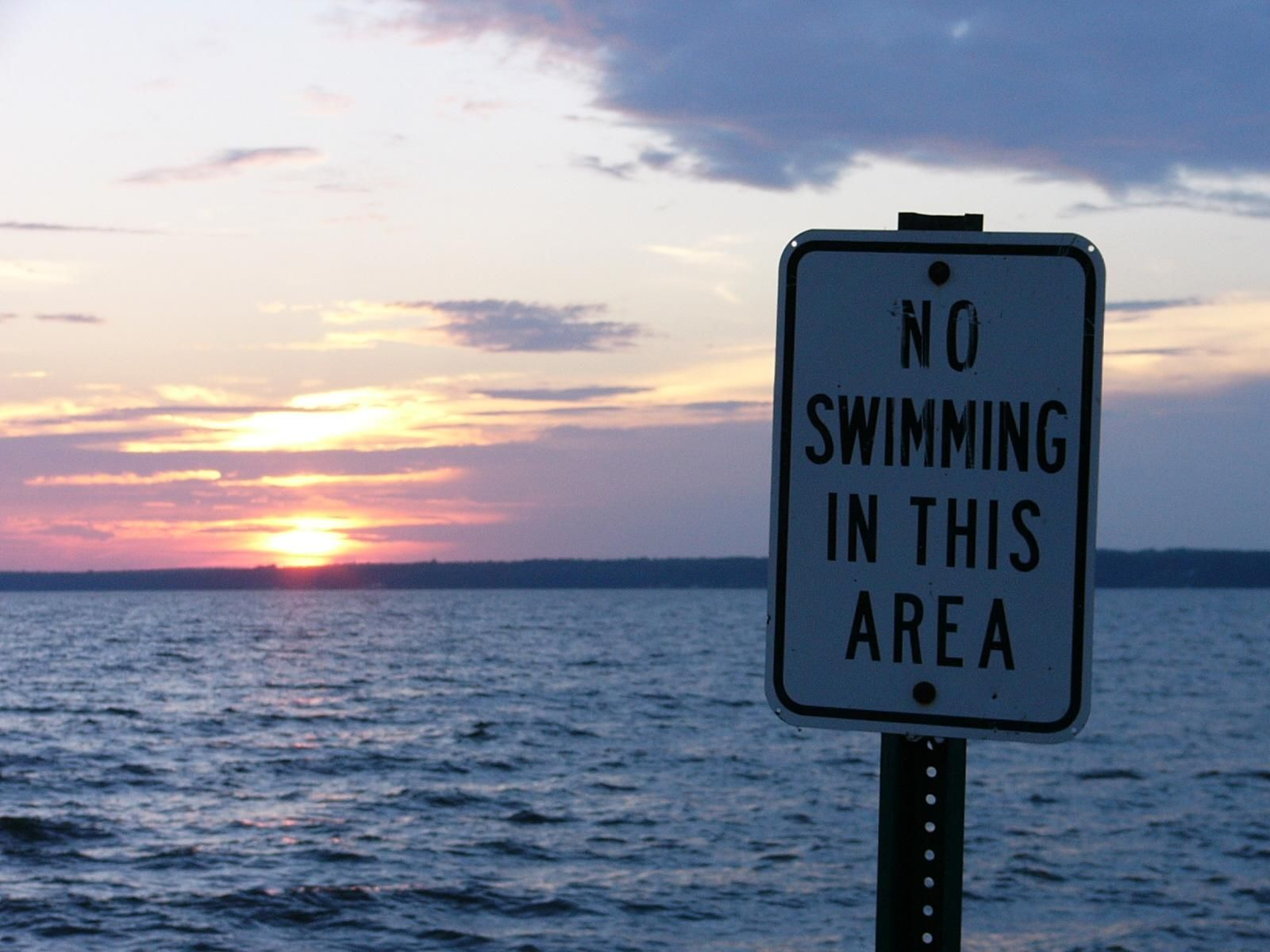 No_swimming_sign